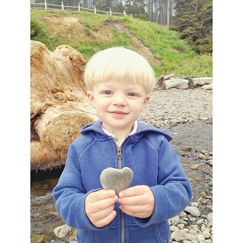 """Look mama! I found a heart rock!"" #lovethiskid #trueelioorlando"