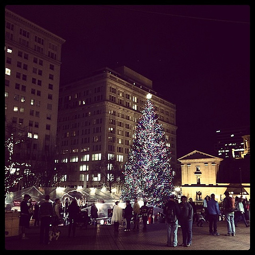 Spent last evening in downtown Portland along with the other thousands of shoppers. Although I'm not usually fond of traffic and crowded places, I really enjoyed the energy and bustle if it all. #feltmagical