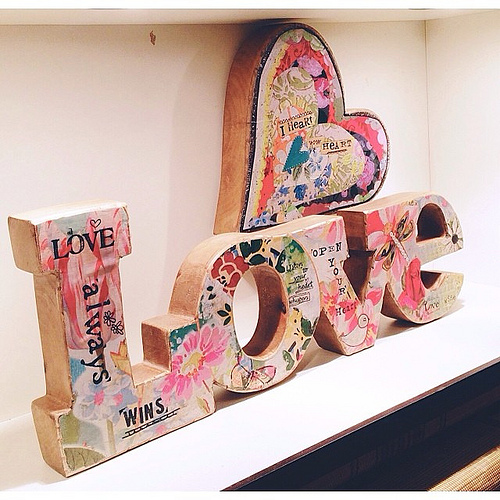 In love with our new love wooden sculpture and the heart too!!! #showroomtour #kellyraeroberts #demdaco