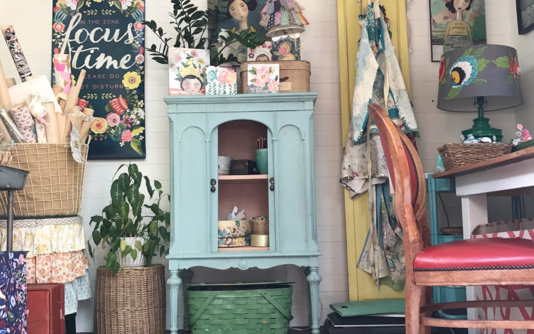 Kelly Rae gets a tiny art house, part 2!